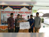 EMCL Serahkan Bantuan Pembangunan Sarana Olah Raga pada Karang Taruna Kalitidu