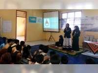 Mahasiswa UM Sosialisasi Bahaya Penyalahgunaan Narkotika di SMP Islam Ngunut Dander