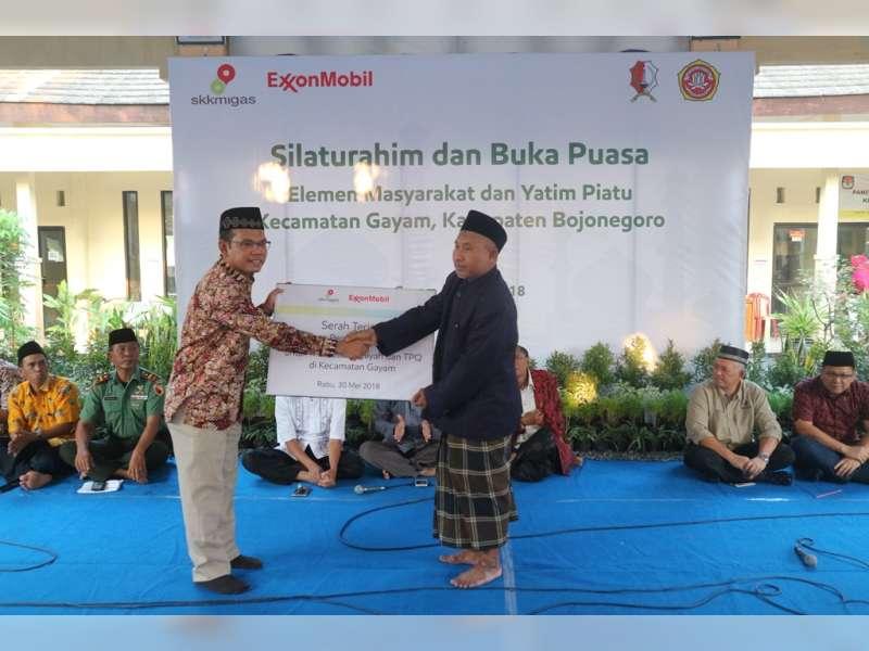 EMCL Beri Bantuan Sarana Pendukung Belajar 11 Lembaga Pendidikan Informal di Kecamatan Gayam.
