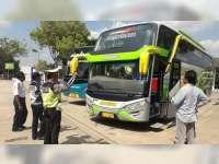 Petugas Gabungan Cek Kelaikan Bus dan Kesehatan Sopir di Terminal Gagak Rimang Blora