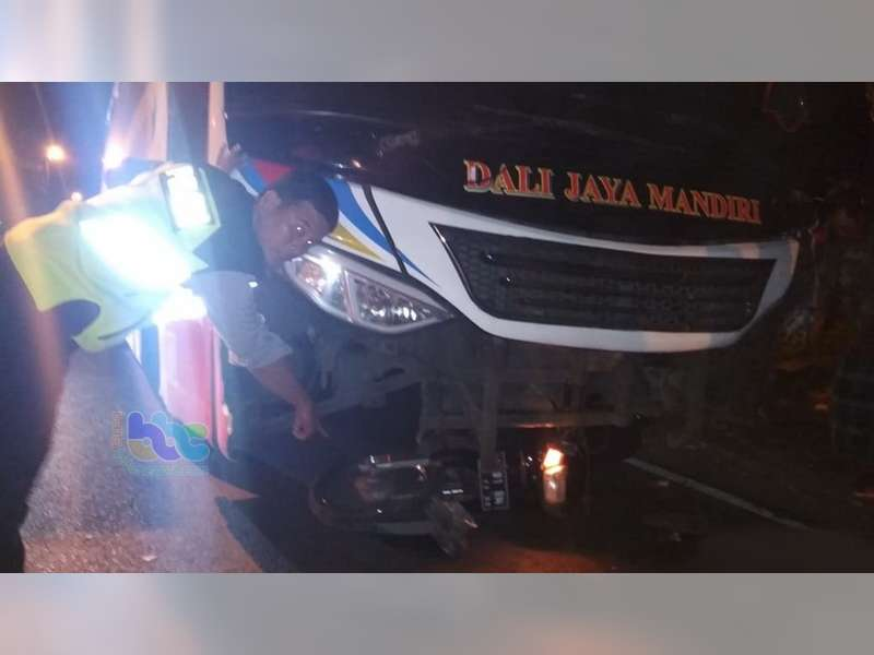 Bus Seruduk Motor di Baureno Bojonegoro, 1 Orang Meninggal Dunia 2 Orang Luka Berat