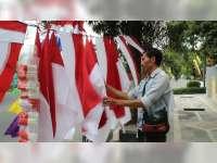 Penjual Bendera Musiman Mulai Raup Untung