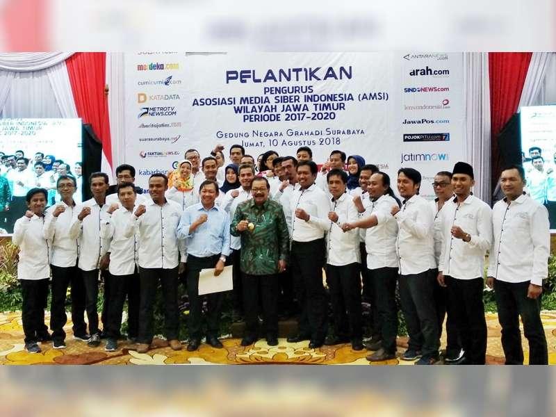 Pakde Karwo Hadiri Pelantikan Pengurus AMSI Wilayah Jawa Timur Periode 2017-2020