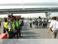 Polres Bojonegoro Siagakan 2 Peleton Anggota Pengamanan Unras di Gayam dan Kalitidu