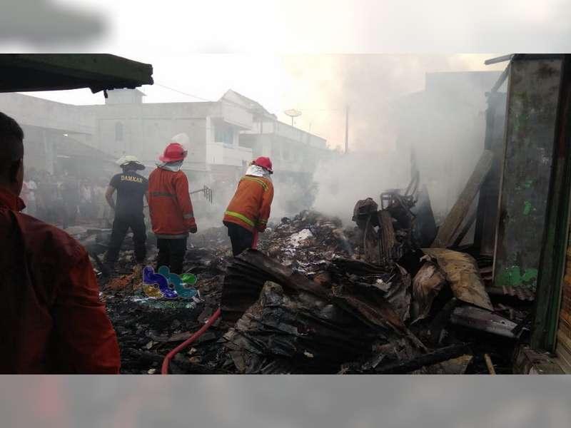 Puluhan Kios di Pasar Sukodadi Lamongan Terbakar, Kerugaian Ditaksir Capai Rp 300 Juta