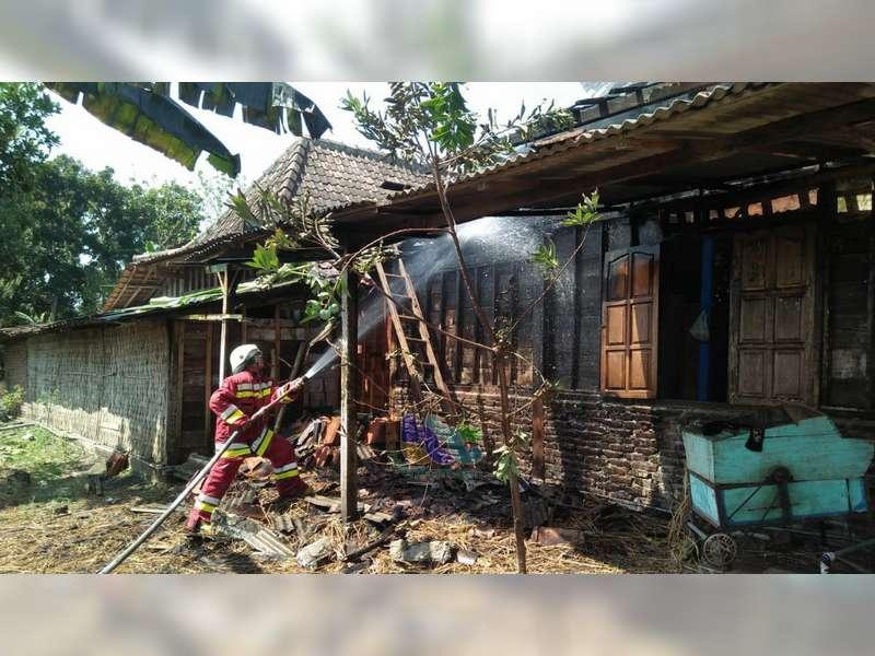 Ditinggal Pergi ke Hajatan, Rumah Warga Purwosari Bojonegoro Nyaris Terbakar
