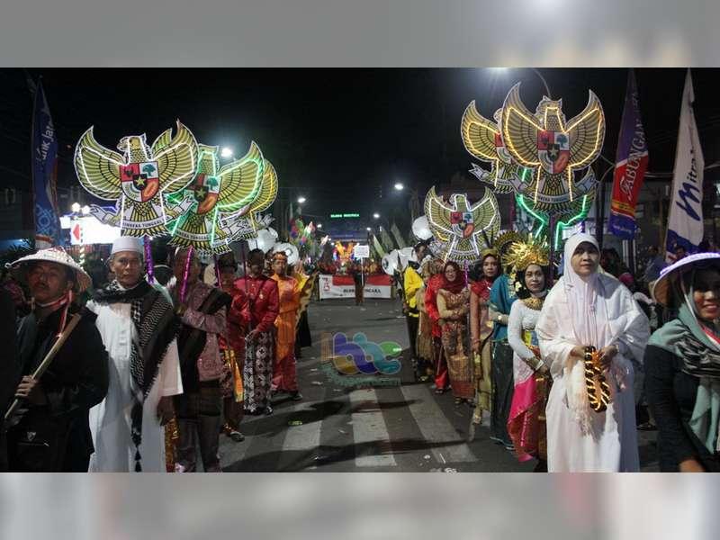 "Pawai Pembangunan ""Pesona Gemerlap Jiwa Nusantara"" di Blora Berlangsung Meriah"