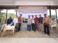 Karyawan EMCL Serahkan Hewan Kurban Pada Masyarakat Kecamatan Gayam