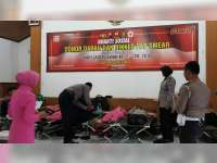 Polwan Bojonegoro Gelar Baksos Donor Darah, Pemeriksaan Kesehatan dan Vaksinasi Difteri