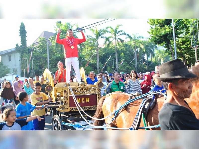 Pulang Kampung, Atlet Peraih Medali Emas Asian Games Asal Bojonegoro Disambut Ribuan Warga