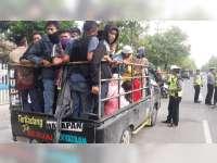 Masih Ada Kendaraan Bak Terbuka di Bojonegoro, Untuk Mengangkut Orang