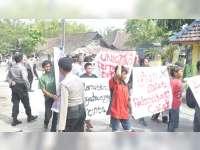 Pelantikan Perangkat Desa Glagahwangi Sugihwaras Diwarnai Aksi Unjuk Rasa Warga