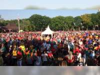 Ribuan Warga Ikuti Senam Dayung di Alun-Alun Bojonegoro