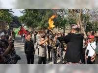 Kapolres Jadi Pembawa Obor Api Abadi, Peringatan Hari Jadi ke 341 Kabupaten Bojonegoro
