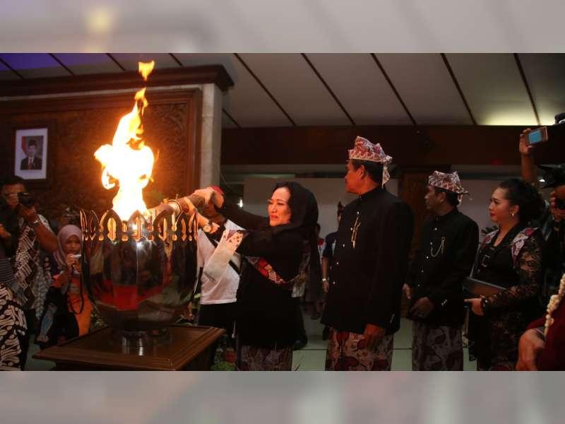 Bupati Pimpin Prosesi Penyemayaman Api Semangat di Pendapa Pemkab Bojonegoro