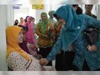 Tim Penggerak PKK Kabupaten Blora Lakukan Baksos di Banjarejo