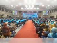 1.156 Mahasiswa Unirow Tuban Diwisuda