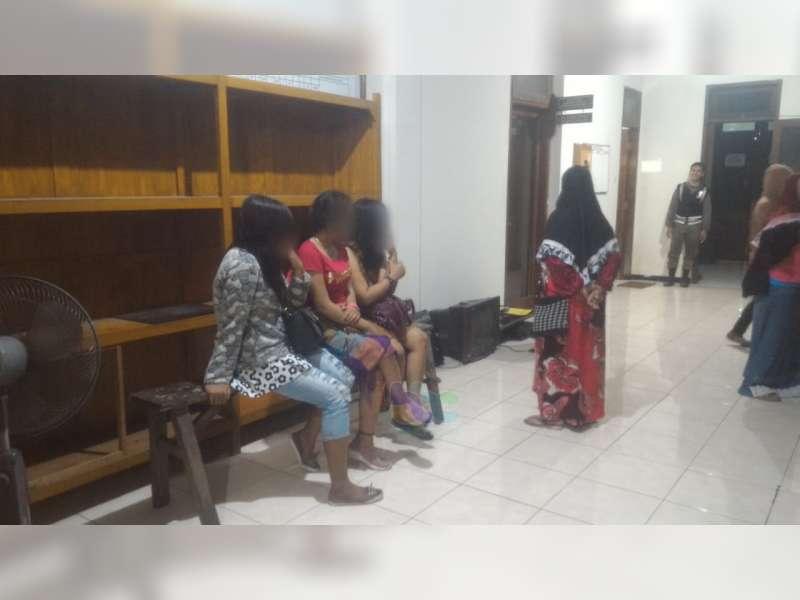 Pasar Layur Bancar Tuban Alih Fungsi Jadi Tempat Karaoke Ilegal