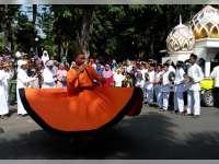 Bupati Anna Berangkatkan Pawai Budaya Santri