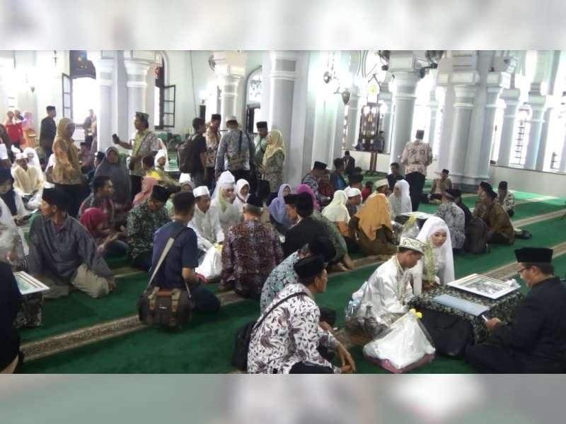 12 Mempelai Ikut Nikah Massal di Masjid Agung Tuban