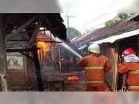 Diduga Akibat Korsleting Listrik, Kios di Pasar Kacangan Tambakrejo Bojonegoro Terbakar