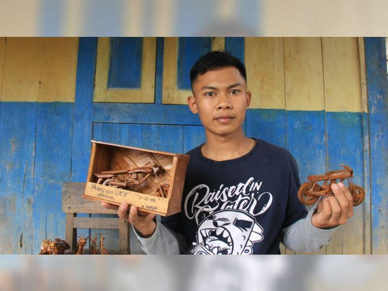Miniatur Motor Berbahan Limbah Bambu