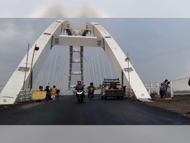 Uji Coba Jembatan Sosrodilogo Bojonegoro, Sementara Khusus Untuk Kendaraan Roda Dua