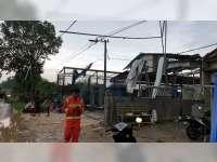 Diterjang Angin, 3 Rumah dan Bengkel Warga di Senori Tuban Porak-Poranda