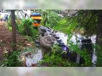 Diduga Pengemudi Mengantuk, Truk Molen di Bojonegoro Seruduk Truk Tronton Parkir