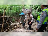 Diterjang Banjir, Sebuah Jembatan Penghubung di Ngasem Bojonegoro, Putus