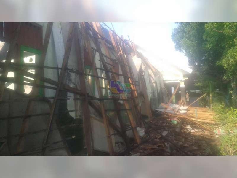 Bangunan SDN Growok 2 Dander Bojonegoro Roboh, Kerugian Diperkirakan Capai Ratusan Juta