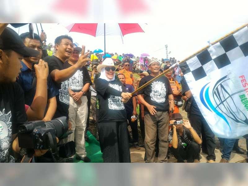Bupati Bojonegoro Berangkatkan Peserta Festival Perahu Hias