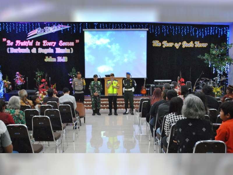 Malam Tahun Baru, Kapolres Bersama Dandim Safari ke Sejumlah Gereja di Kota Bojonegoro