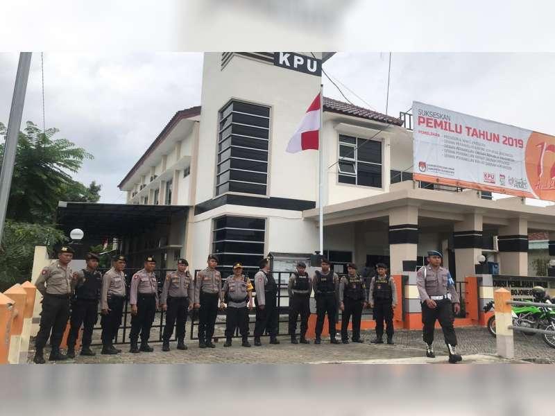 Polisi Terjunkan 80 Personel untuk Pengamanan Unras di Kantor KPU Bojonegoro