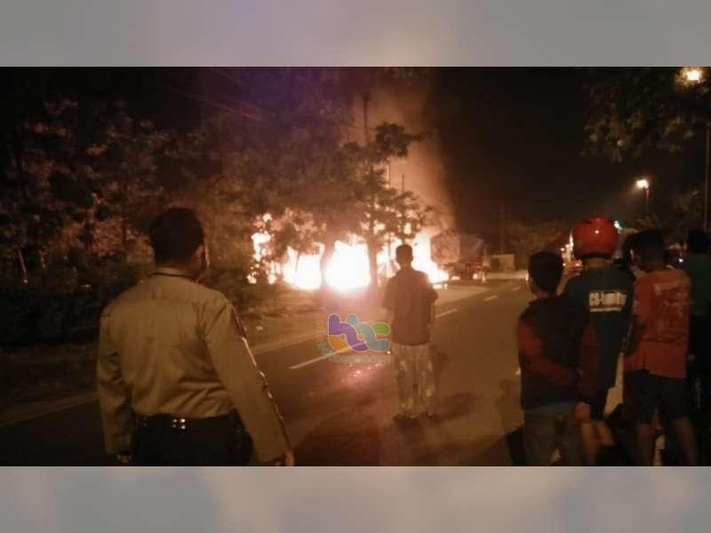 Kebakaran Bengkel di Bojonegoro, 5 Orang Luka-Luka, 1 Truk dan 7 Motor Ludes Terbakar