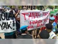 Ditolak Warga, Sosialisasi Rencana Pembangunan Kilang Minyak di Tuban Berakhir Ricuh
