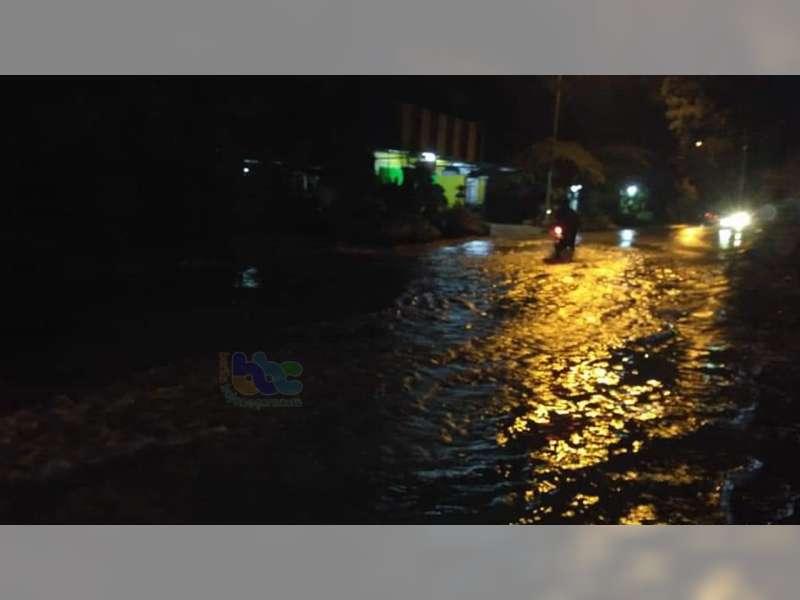 Banjir Genangi Rumah Warga di Perum Citra Regency Dander Bojonegoro