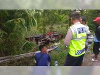 Hindari Tabrakan, Truk di Margomulyo Bojonegoro Terguling ke Tebing Jalan