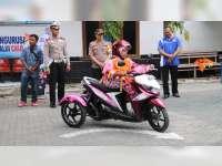 Ajukan SIM, Penderita Disabilitas di Bojonegoro ini Dipandu Langsung oleh Kapolres