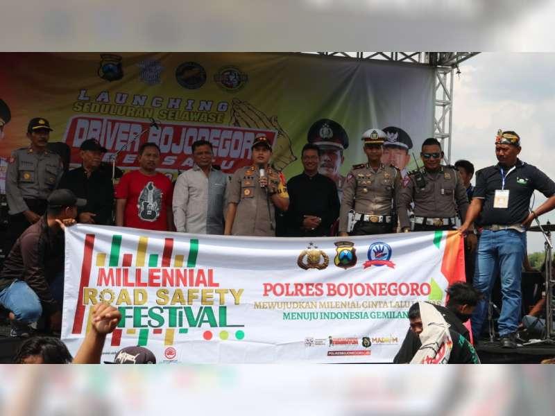 Ratusan Pengemudi Truk di Bojonegoro, Deklarasikan Pelopor Keselamatan Berlalu Lintas