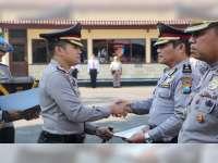 45 Anggota Polres Bojonegoro Terima Penghargaan dari Kapolres