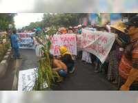 Warga Jenu Datangi Gedung DPRD Tuban, Tolak Pembangunan Kilang Minyak