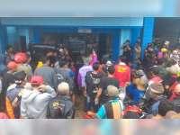 Usai Unras di DPRD Tuban, Massa Datangi Salah Satu Rumah Warga