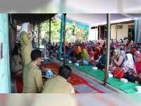 Bupati Bojonegoro Sambangi Warga Penerima PKH di Desa Sambiroto Kecamatan Kapas