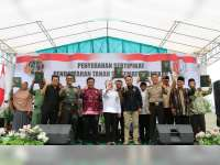 Bupati Bersama Forpimda Bojonegoro Serahkan Sertifikat Program PTSL di Bubulan