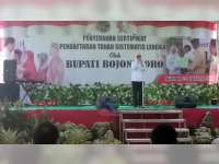Bupati Bojonegoro Serahkan Sertifikat Program PTSL di Desa Ngraho Kecamatan Gayam