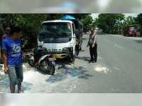 Naik Motor Sambil Gunakan HP, Pelajar di Kalitidu Bojonegoro Tabrak Truk Parkir