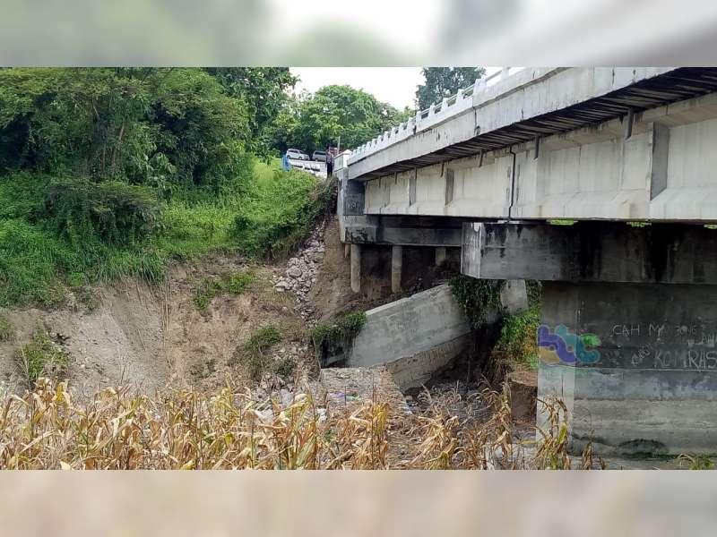 Beton Penyangga Fondasi Jembatan Waduk Pacal di Temayang Bojonegoro Ambrol