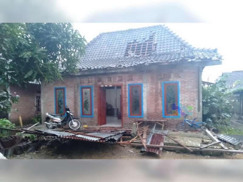 Sejumlah Rumah Warga Sugihwaras Bojonegoro Rusak Diterjang Angin Kencang
