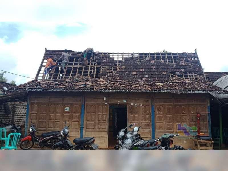 Diterjang Angin, Ratusan Rumah Warga Kerek Tuban Rusak, 1 Orang Meninggal Dunia